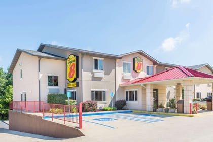 Welcome to the Super 8 Bloomington | Super 8 by Wyndham Bloomington