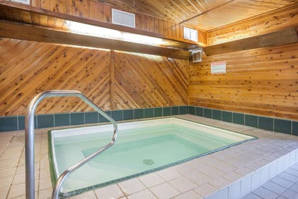 Jacuzzi | Super 8 by Wyndham Bloomington