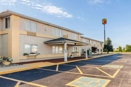 Exterior | Super 8 by Wyndham Ionia MI