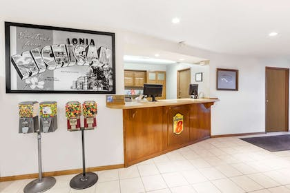 Lobby | Super 8 by Wyndham Ionia MI