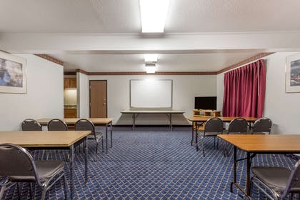 Meeting Room | Super 8 by Wyndham Germantown/Milwaukee