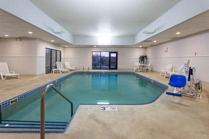 Pool | Super 8 by Wyndham Germantown/Milwaukee