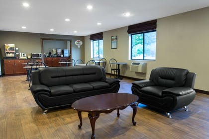Lobby   Super 8 by Wyndham Cromwell/Middletown