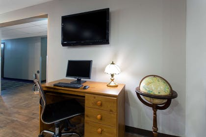 Business Center   Super 8 by Wyndham Cromwell/Middletown