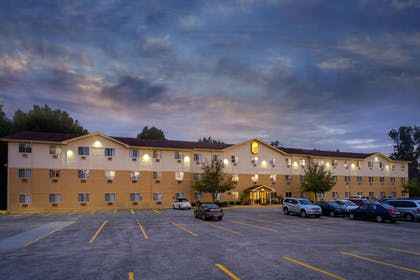 Exterior   Super 8 by Wyndham Cromwell/Middletown