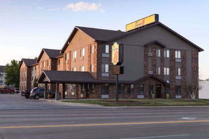 Welcome to the Super 8 Sioux Falls | Super 8 by Wyndham Sioux Falls/41st Street