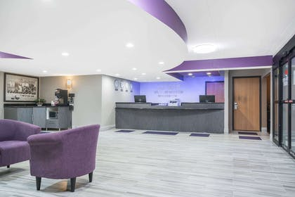 Lobby   Super 8 by Wyndham Bloomington/Airport