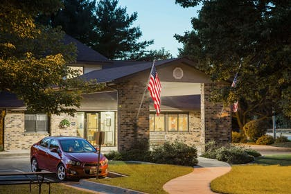 Exterior | Super 8 by Wyndham Wautoma