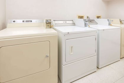 Guest Laundry | Super 8 by Wyndham Bend