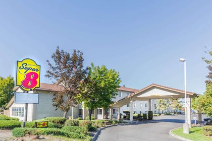 Welcome to the Super 8 Bend | Super 8 by Wyndham Bend
