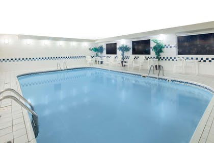 Pool | Days Inn & Suites by Wyndham Fargo 19th Ave/Airport Dome