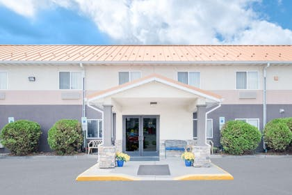 Exterior | Days Inn & Suites by Wyndham Fargo 19th Ave/Airport Dome