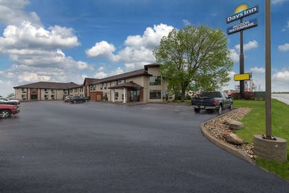 exterior day | Days Inn by Wyndham Mitchell SD