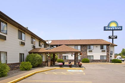 Welcome to the Days Inn and Suites Davenport East | Days Inn & Suites by Wyndham Davenport East