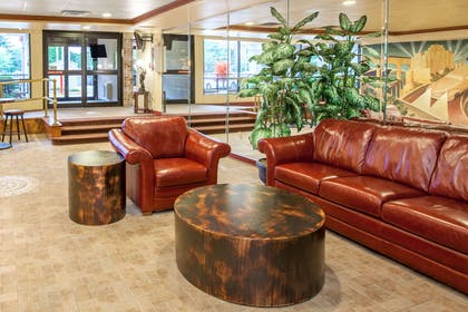 Lobby | Days Hotel by Wyndham East Brunswick Conference Center
