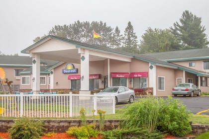 Exterior | Days Inn by Wyndham Marquette