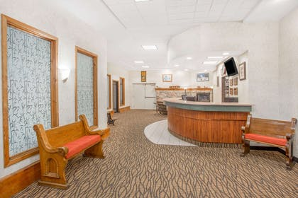 Lobby | Days Inn by Wyndham Marquette