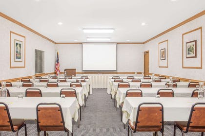 Meeting Room | Days Inn by Wyndham Marquette