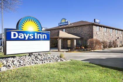 Exterior | Days Inn by Wyndham Grand Forks Columbia Mall