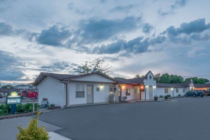 Exterior | Days Inn by Wyndham Jamestown