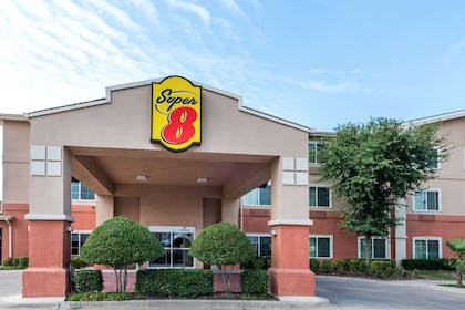 Welcome to the Super 8 Fort Worth North | Super 8 by Wyndham Fort Worth North