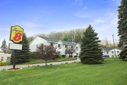 Welcome to the Super 8 Manistee | Super 8 by Wyndham Manistee