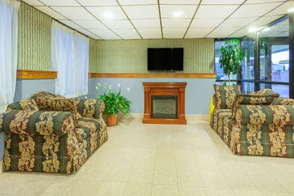 Lobby | Days Inn by Wyndham Wilkes Barre