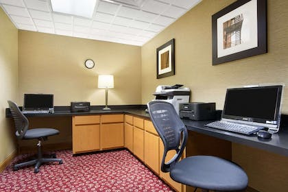 Business Center | Wingate by Wyndham Chattanooga