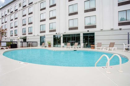 Pool   Wingate by Wyndham Rock Hill / Charlotte / Metro Area