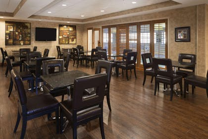 Breakfast Area | Wingate by Wyndham Oklahoma City Airport