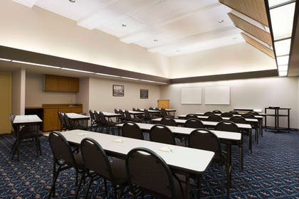 Meeting Room | Days Hotel by Wyndham University Ave SE