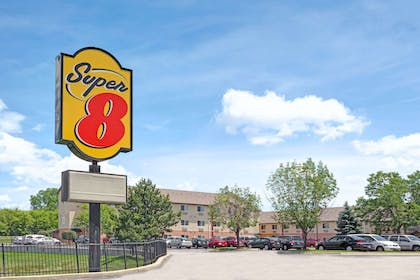 Welcome to the Super 8 Chicago OHare Airport | Super 8 by Wyndham Chicago O'Hare Airport