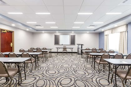 Meeting Room | Wingate by Wyndham Convention Ctr Closest Universal Orlando