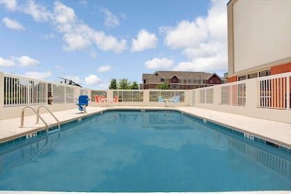 Pool | Days Inn & Suites by Wyndham Ridgeland
