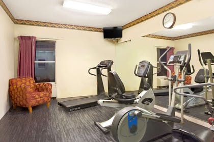 Workout Room | Days Inn & Suites by Wyndham Ridgeland