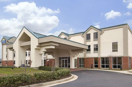 Welcome to the Days Inn Jackson | Days Inn & Suites by Wyndham Ridgeland