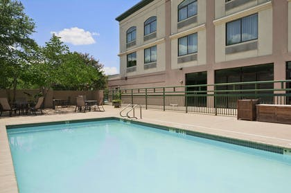Pool | Wingate by Wyndham Round Rock Hotel & Conference Center