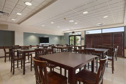 Breakfast Area | Wingate by Wyndham Round Rock Hotel & Conference Center