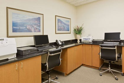 Business Center | Wingate by Wyndham Charlotte Airport I-85/I-485