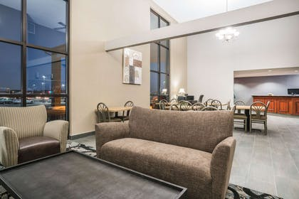Lobby | Days Inn & Suites by Wyndham Wausau