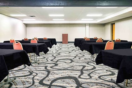 Meeting Room | Days Inn & Suites by Wyndham Wausau