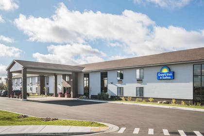 Exterior | Days Inn & Suites by Wyndham Wausau