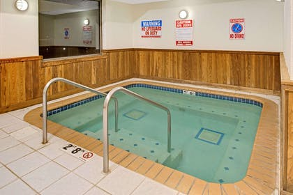 Jacuzzi | Super 8 by Wyndham Omaha Eppley Airport/Carter Lake