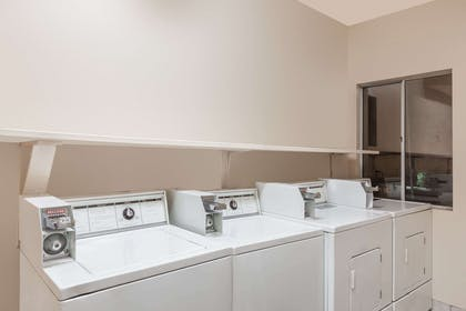 Guest Laundry   Ramada Limited Bakersfield North