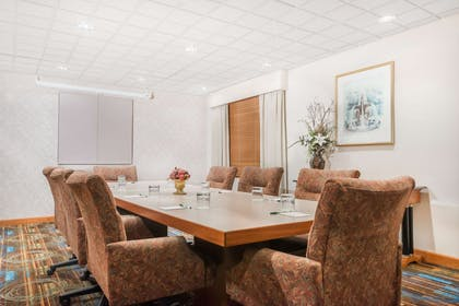 Meeting Room   Wingate by Wyndham Lima Downtown