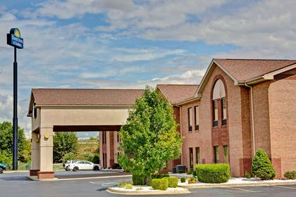 Welcome to Days Inn and Suites Louisville SW | Days Inn & Suites by Wyndham Louisville SW