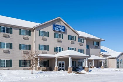 Exterior | Travelodge & Suites by Wyndham Fargo/Moorhead