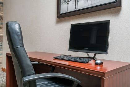 Business Center | Travelodge & Suites by Wyndham Fargo/Moorhead