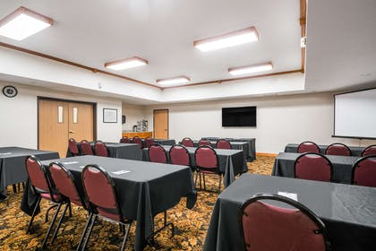 Meeting Room | Travelodge & Suites by Wyndham Fargo/Moorhead
