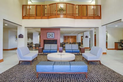 Lobby | Wingate by Wyndham Chantilly / Dulles Airport